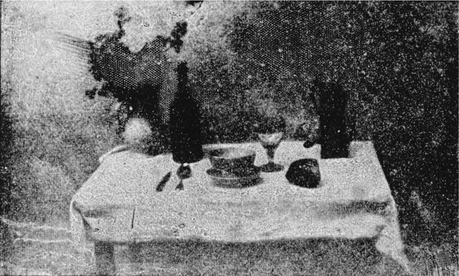 La table servie (nature morte) 1823-1825 selon A. Davanne et Eugène Niépce, petit-fils de N. Niépce. 1832 selon J. L. Marignier
