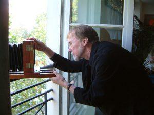Grant Romer à la fenêtre
